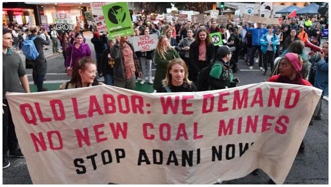 Le gouvernement du Queensland rend une décision pour Adani