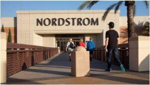 Les grands magasins américains, piliers de la mode, pourraient en être à leurs derniers stades″